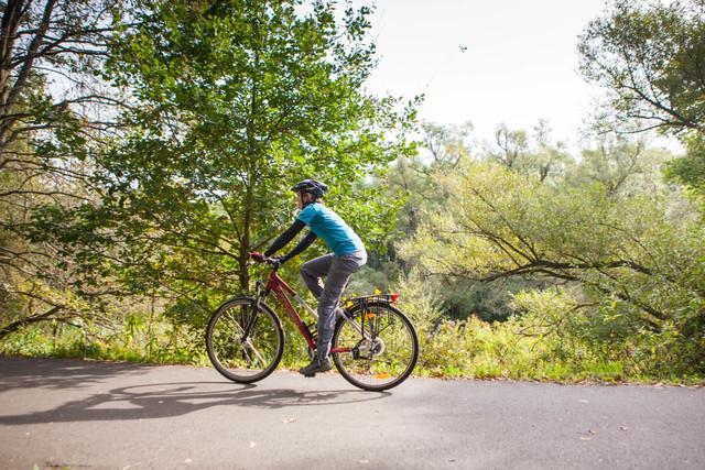 Radfahrerin auf Glan-Blies-Weg
