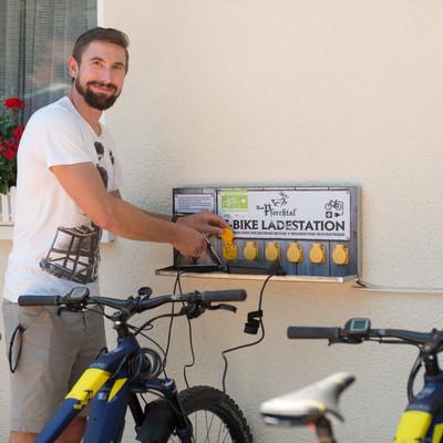 E-Bike-Ladestation am Restaurant zum Pferchtal, Fahrrad