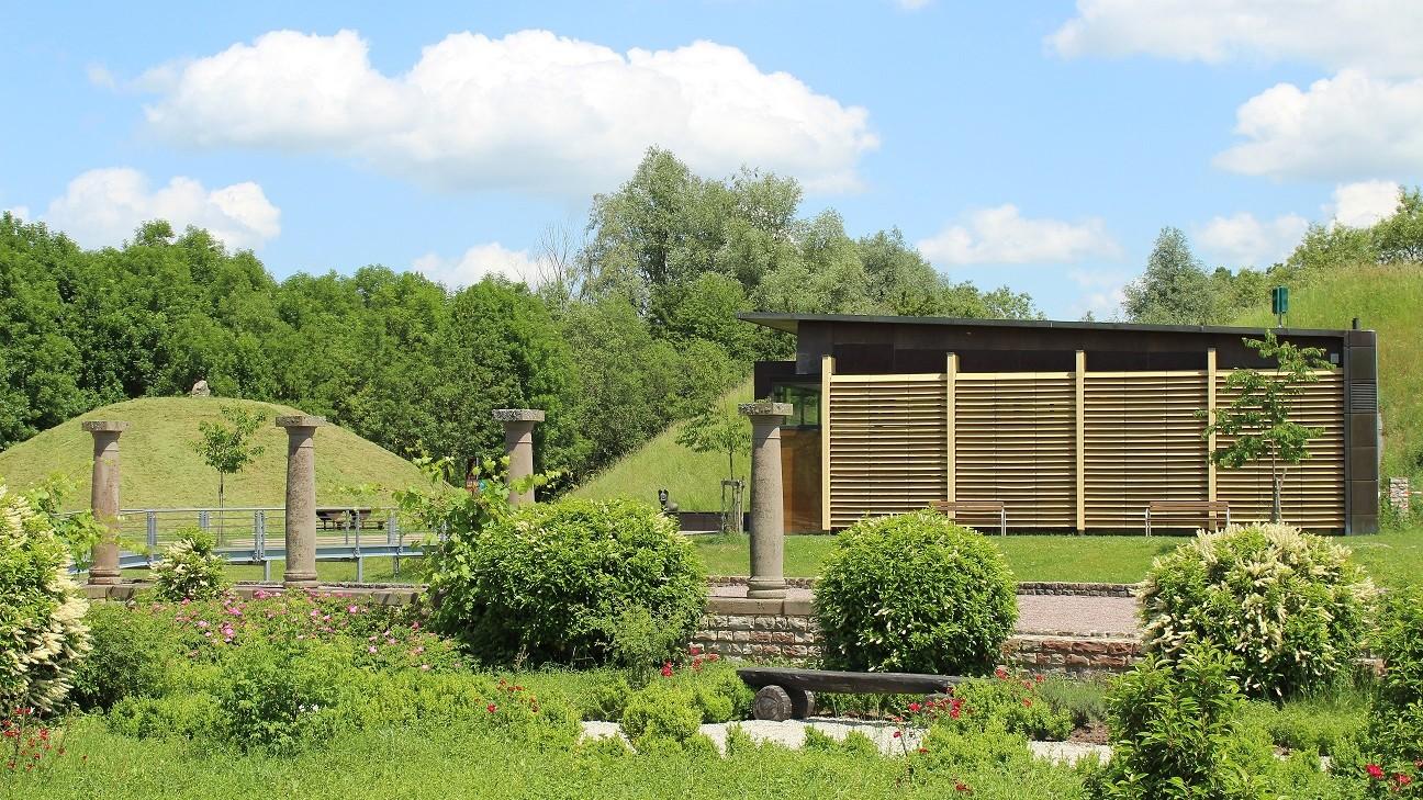 Blick auf das Fürstinnengrab im Europäischen Kulturpark Reinheim