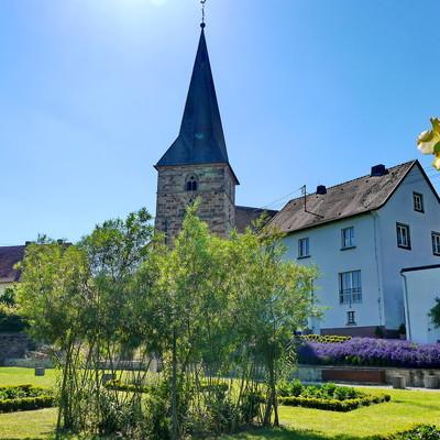 Blick auf die Kirche in Altheim