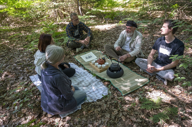 Teezeremonie im Wald mit Lothar Wilhelm
