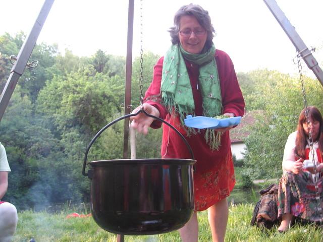 Wilde-Kräuter-Lagerfeuer-Küche