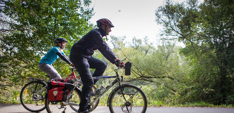 Radfahrer unterwegs auf dem Bliestal-Freizeitweg/Glan-Blies-Weg