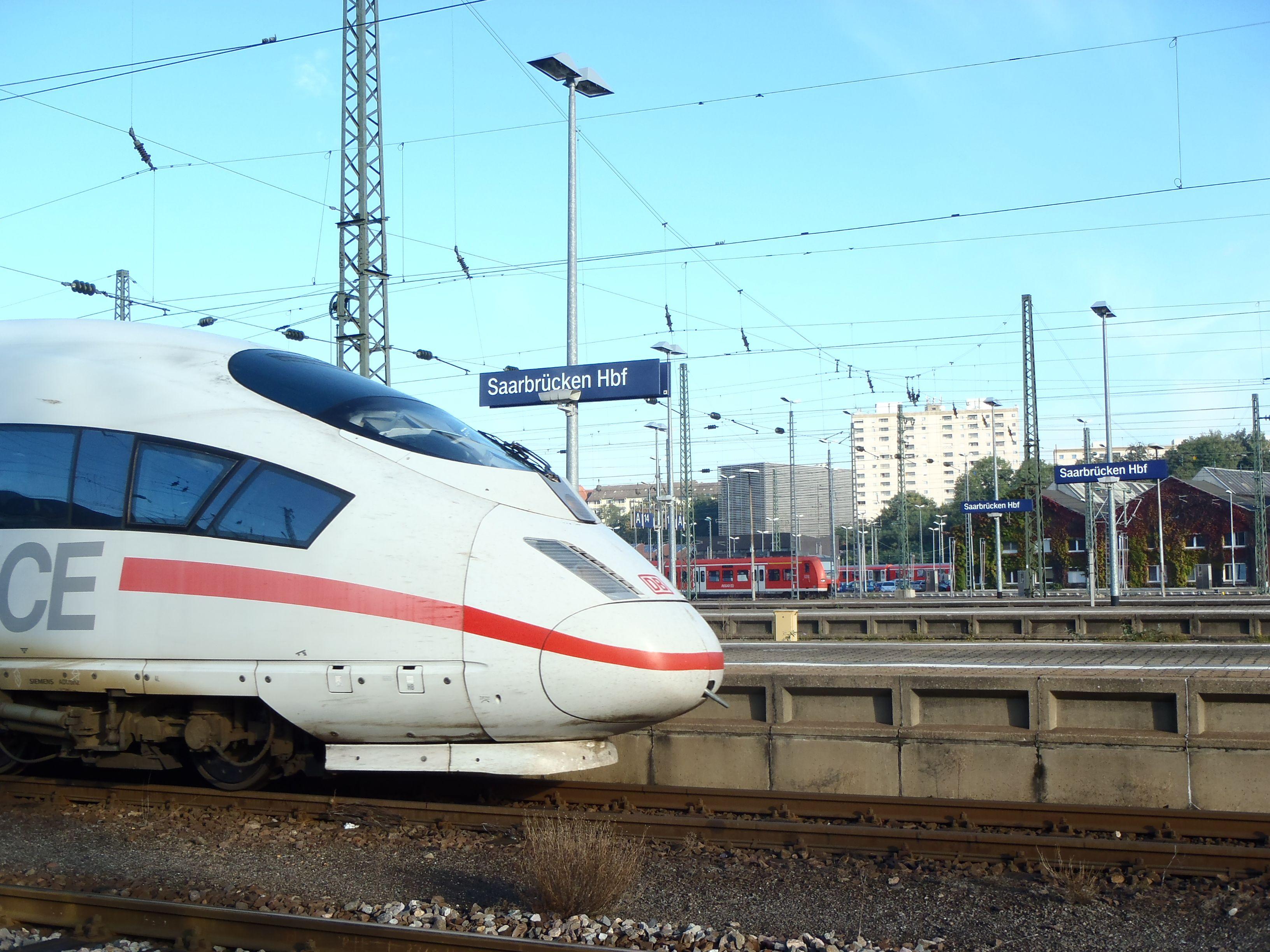 ICE am Bahnhof Saarbrücken