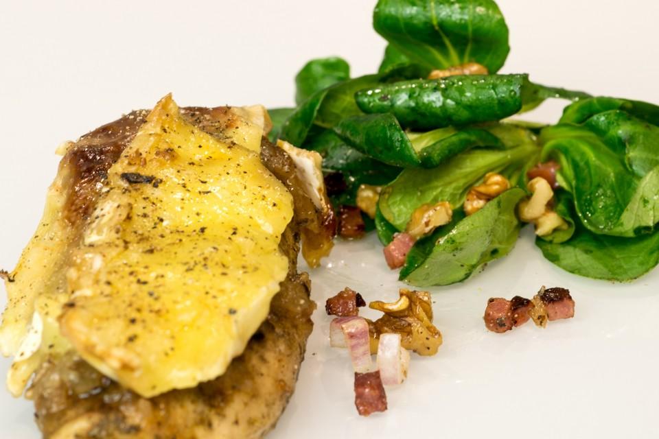 Hähnchenbrust mit Birnen-Chutney und Camembert von LuxusGut