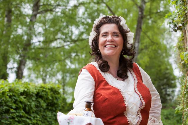 Kammerzofe Henrietta im Kostüm